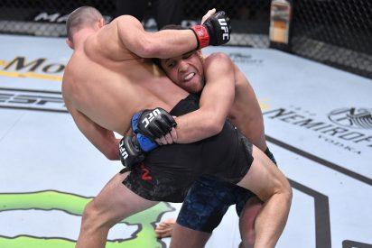 UFC: 'The Monkey King' deja KO a su rival en solo 22 segundos estrellándolo contra la lona