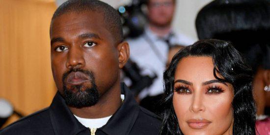 Kim Kardashian y Kanye West: cachondeo en redes sociales por la horrible decoración navideña de la pareja