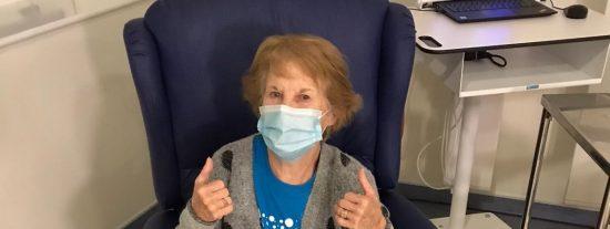 Se llama Margaret Keenan, tiene 90 años y ha sido la primera persona en ser vacunada contra el Covid-19