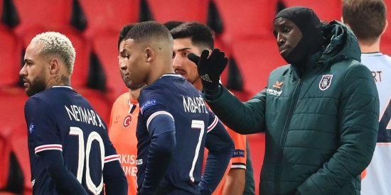 El banquillo del Basaksehir, que se indignó por que a un técnico africano le dijeran 'negru', llamó 'gitanos' a los árbitros rumanos