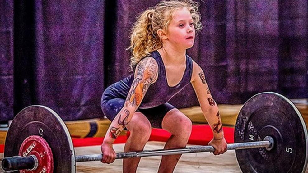 Rory van Ulft: la niña más fuerte del mundo tiene 7 años, tatuajes falsos y levanta 80kg de peso