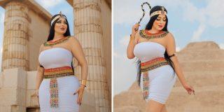 Arrestan a esta modelo, por posar disfrazada de faraona sexy frente a una pirámide de Egipto