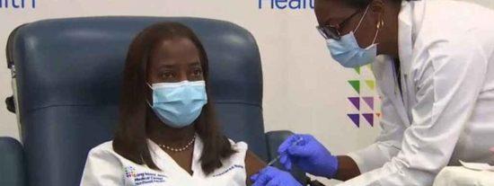 EEUU estrena su vacunación masiva contra el COVID-19 con una enfermera de Nueva York