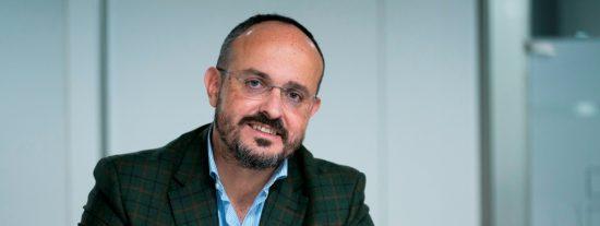 """Alejandro Fernández (PPC): """"La política identitaria convierte a una persona normal en alguien delirante"""""""