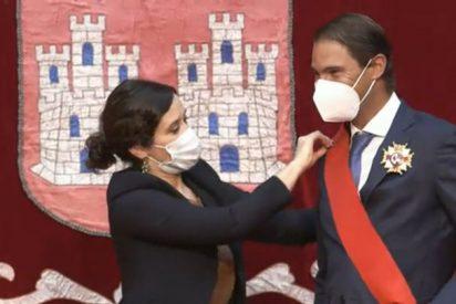 Díaz Ayuso entrega a Rafa Nadal la Gran Cruz del Dos de Mayo
