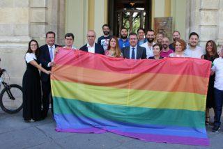 Primera sentencia ganada contra el lobby LGTBI: la Diputación de Valladolid no debió colgar la bandera arcoíris