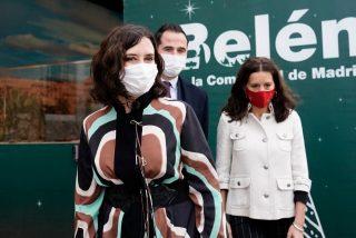 Díaz Ayuso inaugura el Belén de la Puerta del Sol, con homenaje a los sanitarios madrileños
