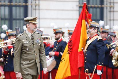 El Gobierno PSOE-Podemos percibe un creciente malestar en el Ejército por el maltrato al Rey Felipe VI