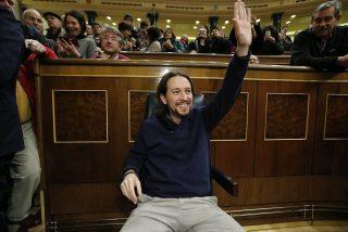 Pablo Iglesias se gasta 15.000 euros en 50 sillas para su 'chiringuito' y acaban en un almacén