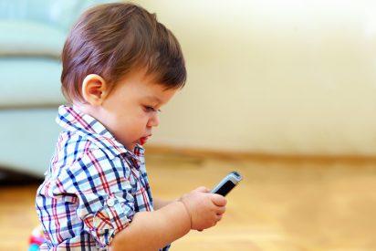Un 'héroe' de cuatro años salva la vida de su madre utilizando audios de WhatsApp