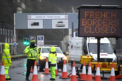 Máxima tensión en Reino Unido: miles de camioneros varados se alzan e intentan salir del país antes de Navidad