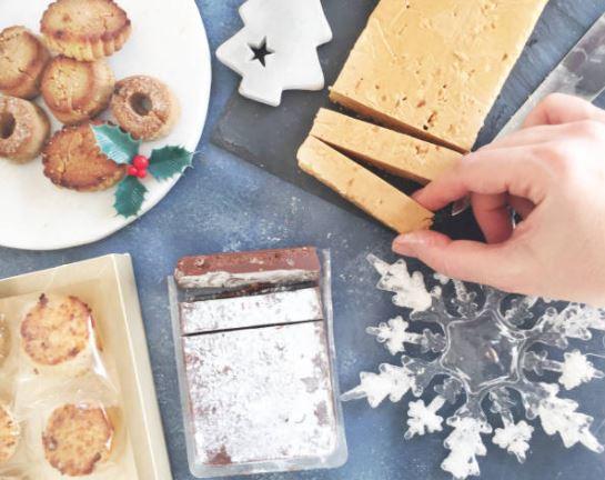 porciones de turrón de Jijona en una mesa de Navidad