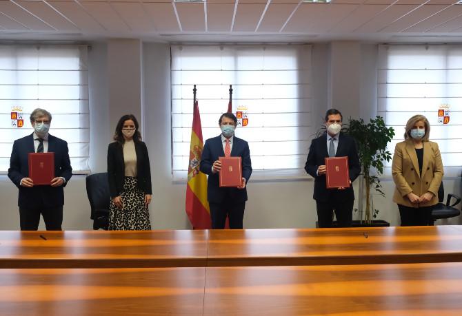 Junta de Castilla y León y CEOE suscriben un acuerdo para realizar test masivos en empresas