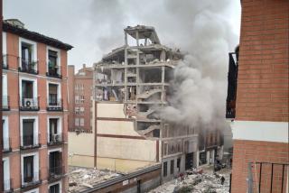 Explosión en el centro de Madrid: Los bomberos preparan la demolición controlada de las plantas superiores
