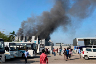 Un incendio consume una de las sedes del mayor fabricantes del mundo en India
