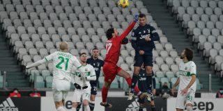 Cristiano Ronaldo deja boquiabiertos a los hinchas de fútbol con un salto de récord