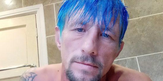 Este delincuente entra en el Facebook de la Policía, para defenderse de los que se ríen de su pelo