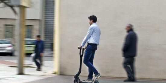 DGT: los patinetes eléctricos no pueden ya circular por aceras