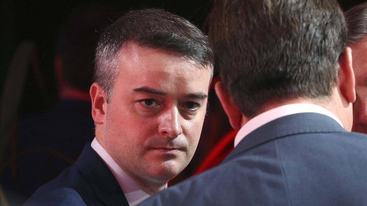 """Victor Entrialgo De Castro: """"Una potera de cinco garfios con la que se cogen los calamares principales, bastaría para acabar con el gobierno de Sánchez"""""""