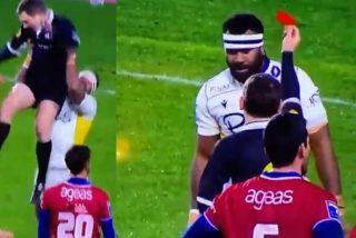 El gigantesco jugador de rugby levanta como un muñeco al arbitro para celebrar la victoria de su equipo