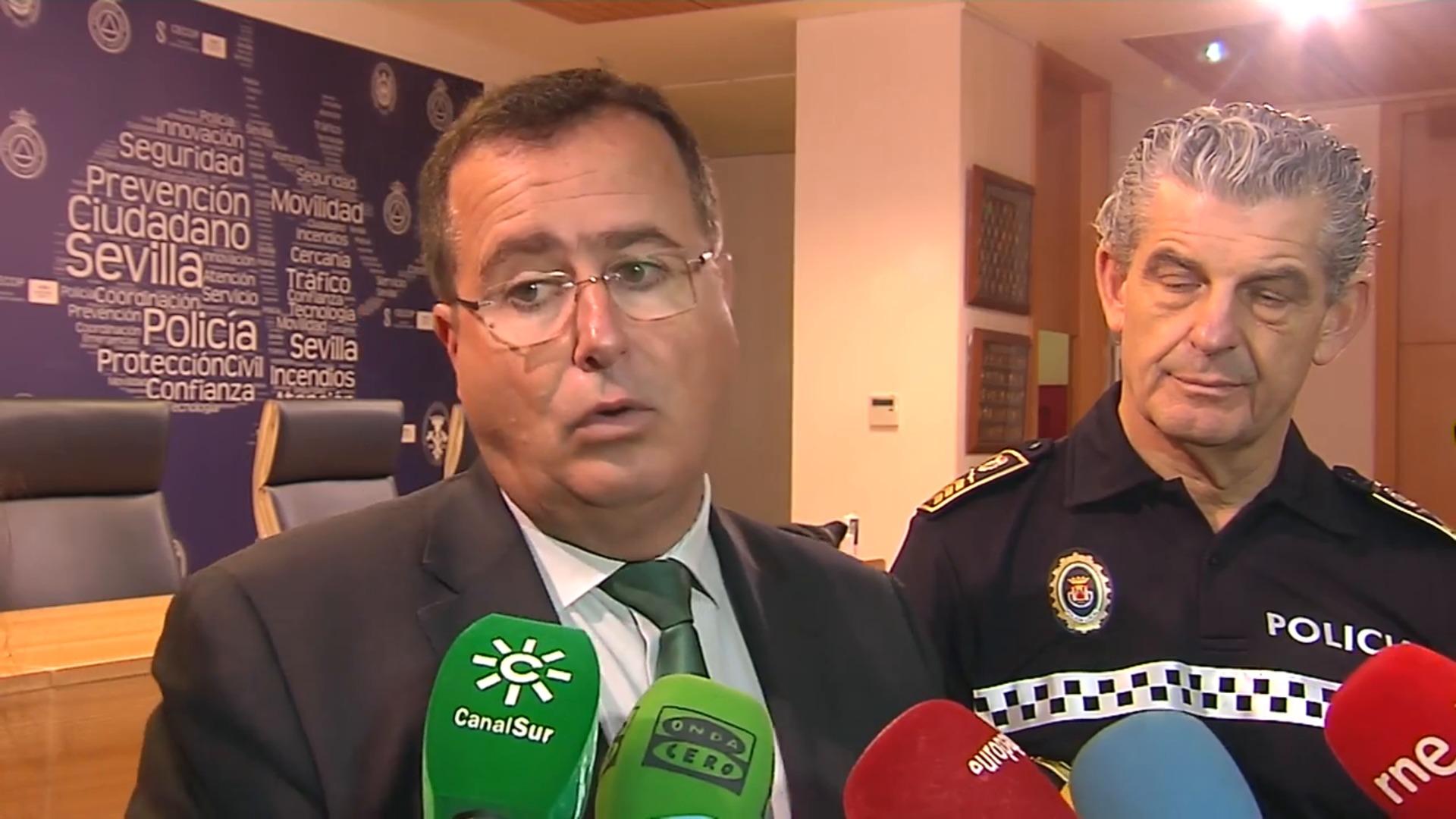 """Cabrera (PSOE) cubre de insultos racistas al dueño del restaurante: """"¿Pero tú sabes quién soy, machupichu?"""""""