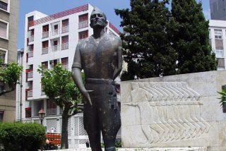 """Veteranos de la Legión acusan a la alcaldesa socialista de La Coruña de """"secuestrar"""" la estatua de Millán-Astray"""