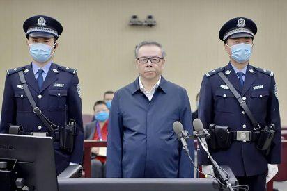 """China ejecuta al banquero acusado de """"corrupción y bigamia"""""""