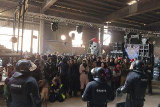 Los Mossos desalojan la 'rave' de Barcelona, tras pasarse 40 horas mirando pasmados la fiesta ilegal