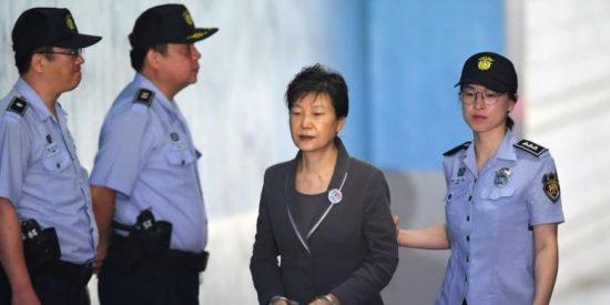 La expresidenta de Corea del Sur, sentenciada a 20 años de prisión por corrupción