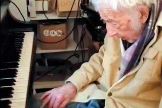 """Anciano de 94 años interpreta al piano """"Moonlight Sonata"""" de Beethoven y causa furor en las redes"""