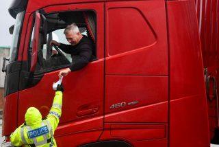"""Confiscan los bocatas de los conductores británicos en la frontera de la UE: """"Bienvenido al Brexit"""""""
