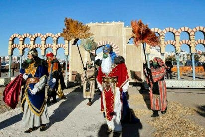 El Campamento Real de las navidades abrió sus puertas en el Puerto de Torrevieja