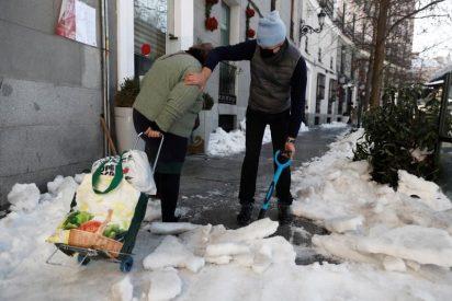 El desabastecimiento de los supermercados en Madrid genera una 'cacería' del pan y papel higiénico a bajo cero