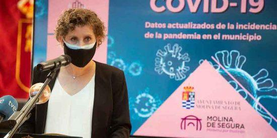 Las redes no se calman ni con la dimisión de la 'social-listilla' alcaldesa de Molina de Segura (PSOE) por vacunarse