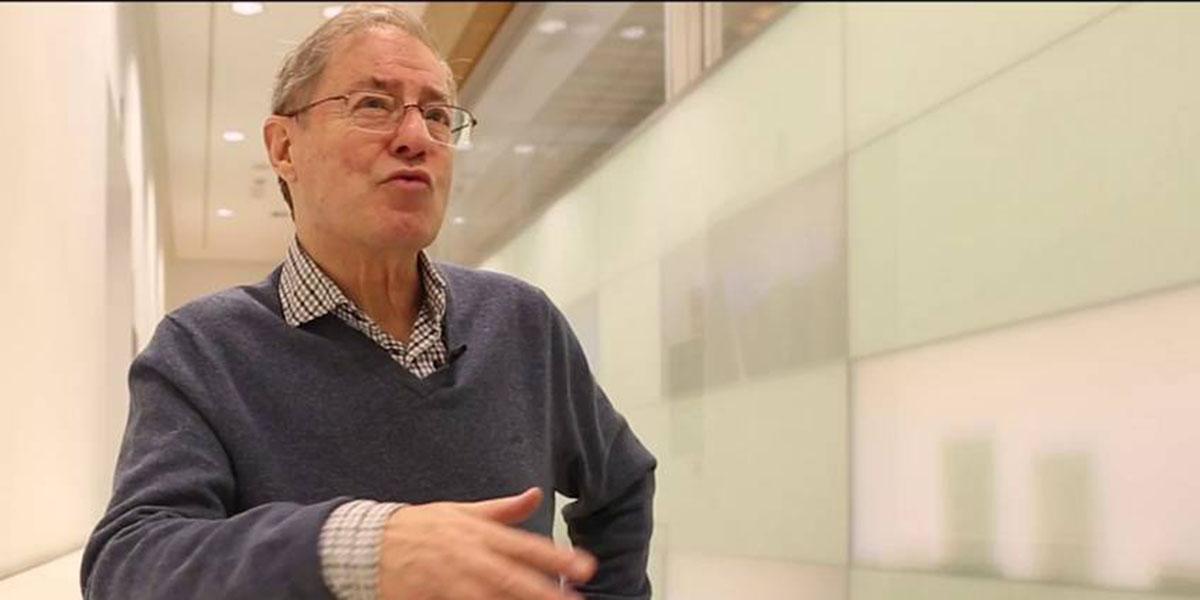 """Exclusiva PD / Félix de Azúa se teme lo peor: """"No he tenido ninguna noticia ni del director ni del staff de El País"""""""
