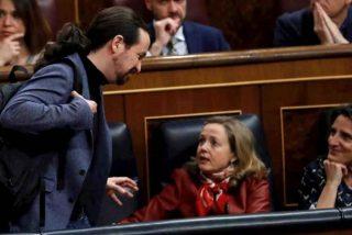 """Otra grieta más en el Ejecutivo: Nadia Calviño ve """"chocante"""" que Podemos """"contradiga"""" decisiones del Gobierno"""