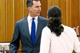 Javier Cercas le mete un 'real' tirón de orejas a Iglesias por querer hacer de la monarquía un problema
