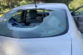 Una jauría de MENAS destroza el coche del cámara de 'Estado de Alarma' y le roban el trípode en Melilla