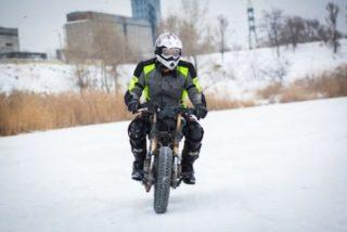 proteger las manos del frío en moto