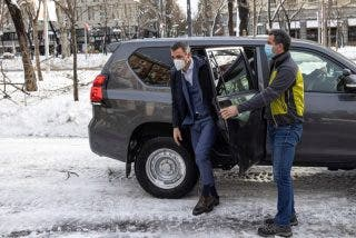 Pedro Sánchez requisó todoterrenos a la Guardia Civil en plena nevada para recorrer 5 km