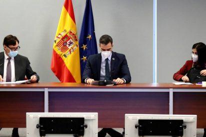 Pedro Sánchez miente para burlar la cuarentena y Moncloa cambia sus mascarillas
