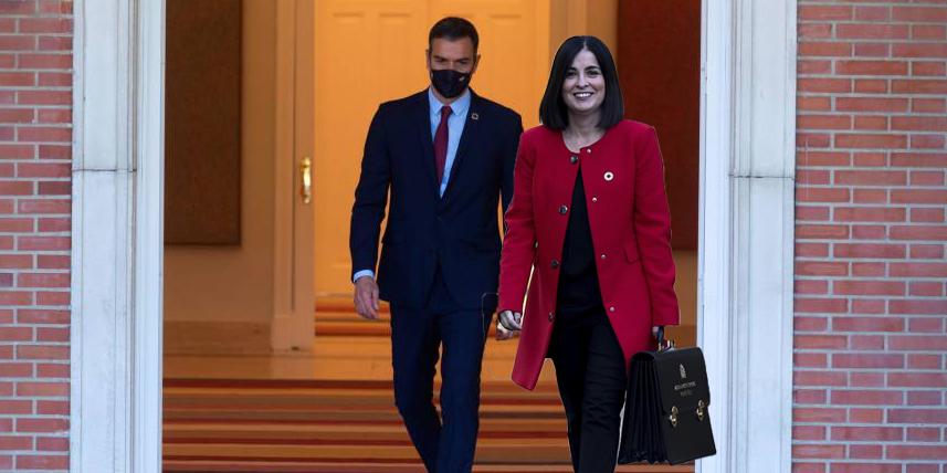 El vergonzoso paripé de Pedro Sánchez para nombrar a Carolina Darias ministra de Sanidad
