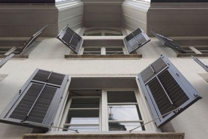 Cuatro matones lanzan a una persona desde un segundo piso en Valencia