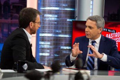 """Vicente Vallés alborota 'El Hormiguero' al explicar a Pablo Motos qué opina de quienes le tildan de """"facha"""""""