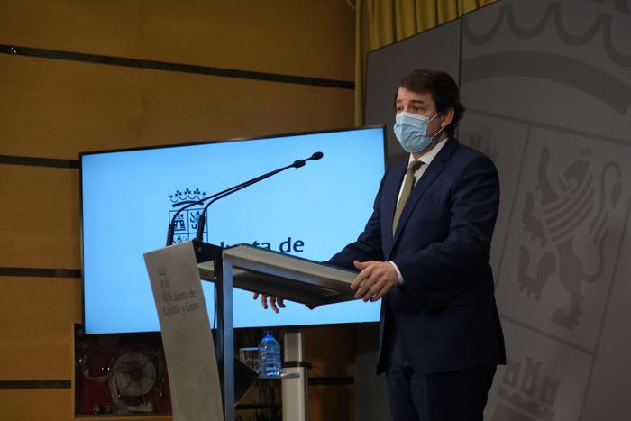 Mañueco defiende el adelanto del toque de queda como herramienta para salvar vidas