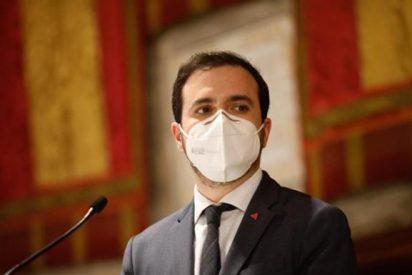 El listillo Alberto Garzón duda de la evidencia científica a favor de las mascarillas FFP2