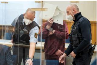 Alemania condena a un exmilitar de inteligencia sirio por colaborar en crueles torturas