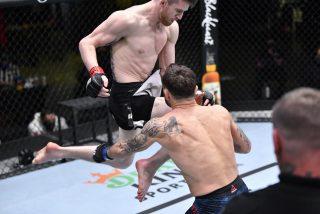 El brutal KO de la UFC: El rodillazo volador de Cory Sandhagen que 'durmió' a su oponente