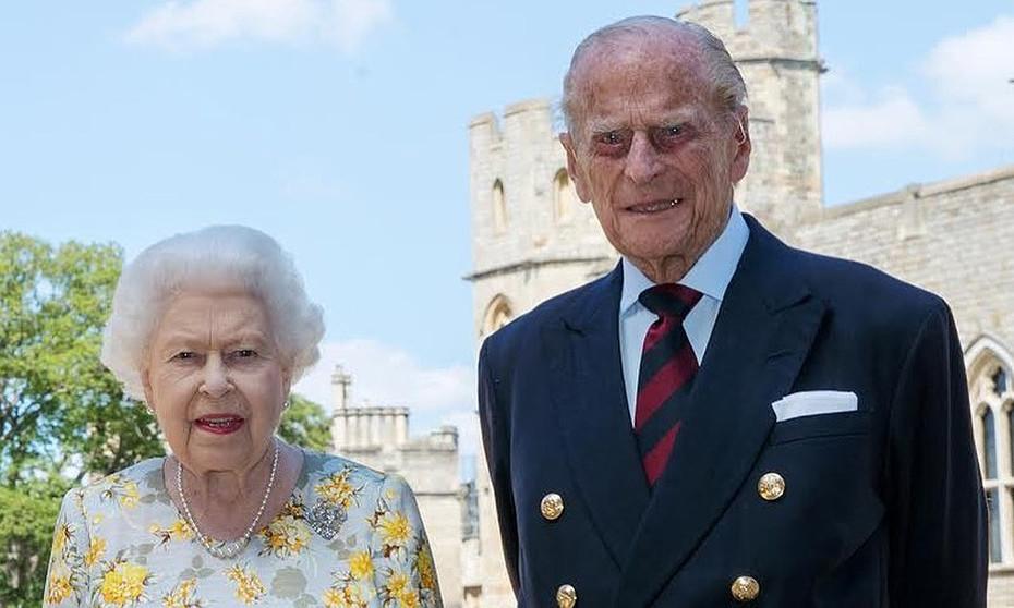 El esposo de la reina Isabel II, el Duque Felipe de Edimburgo, está hospitalizado