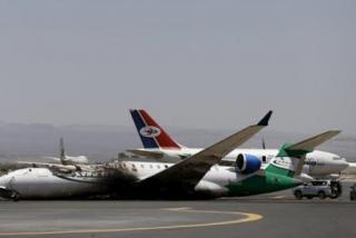 El ataque de rebeldes hutíes deja un avión civil en llamas en el aeropuerto de Arabia Saudita
